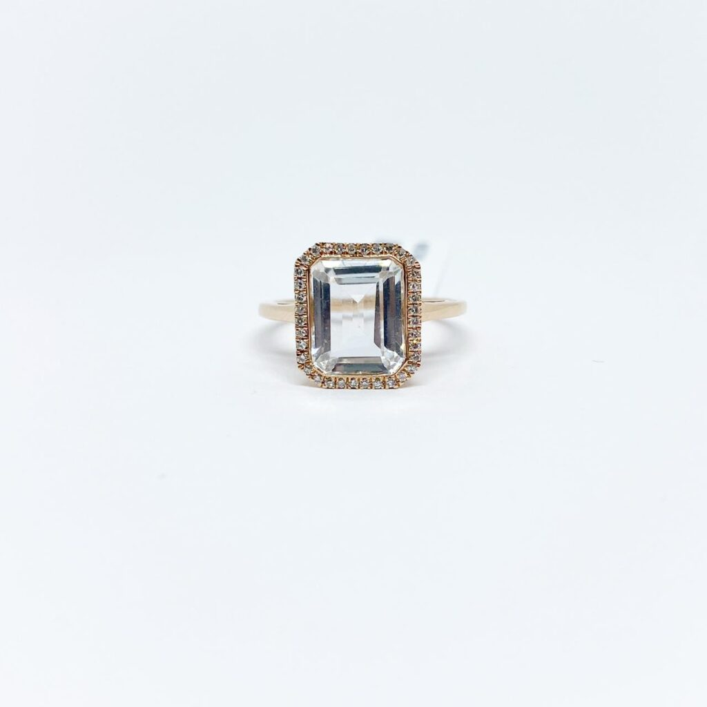 Anillo Cuadrado Topacio Blanco con Diamantes