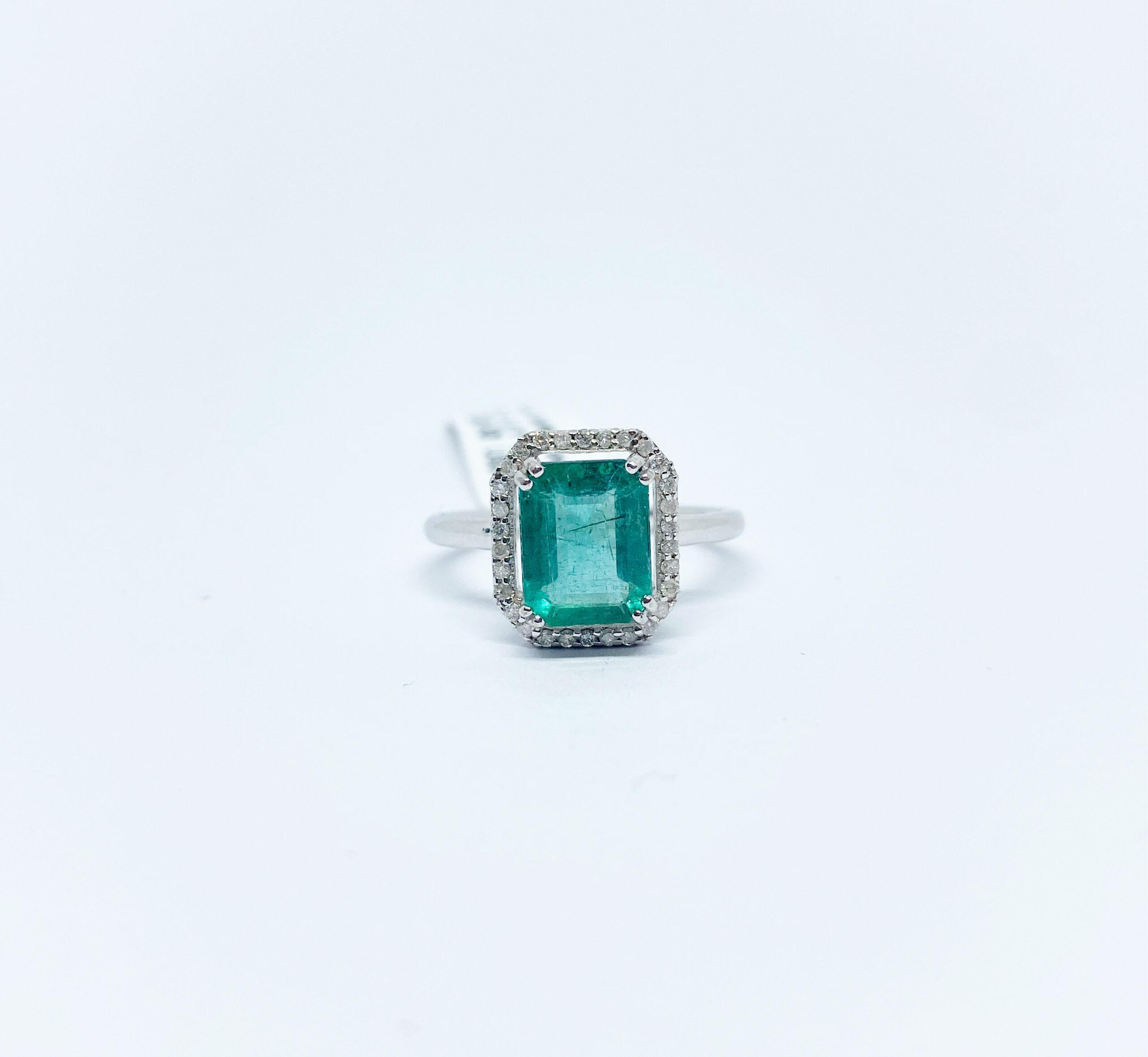 Anillo Cuadrado Esmeralda con Diamantes